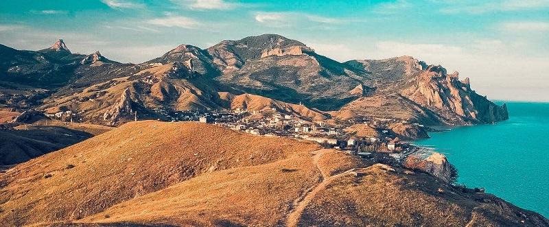 Достопримечательности Феодосии: Карадагский природный заповедник и Золотые ворота